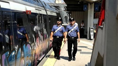 Borseggia turisti sulla Circumvesuviana, preso 18enne straniero