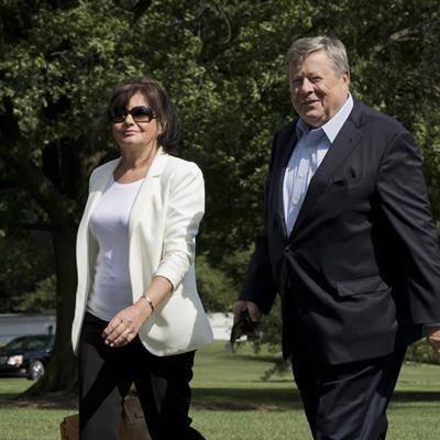 I genitori di Melania diventano cittadini Usa con legge che Trump vuole abolire