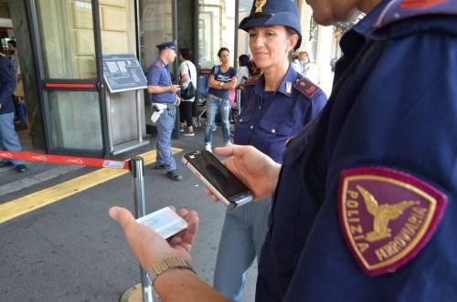Senza biglietto sul treno, nigeriano aggredisce i poliziotti