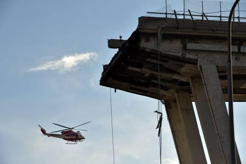 Genova, crolla il ponte sull'autostrada A10: 39 vittime sotto le macerie