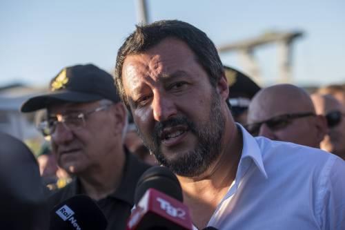 """Salvini: """"Guardia Costiera e Marina controllino le acque italiane"""""""
