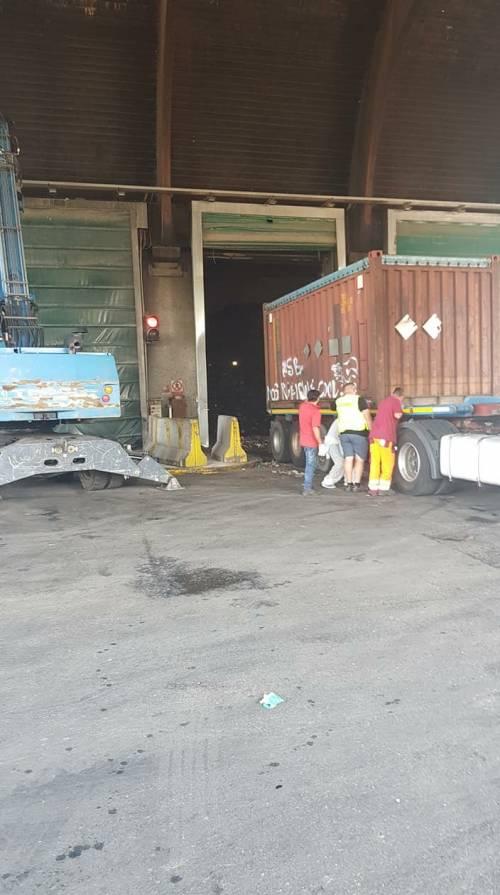 """Tmb Salario, al via lo scarico di 700 tonnellate di rifiuti del """"treno dell'immondizia"""""""