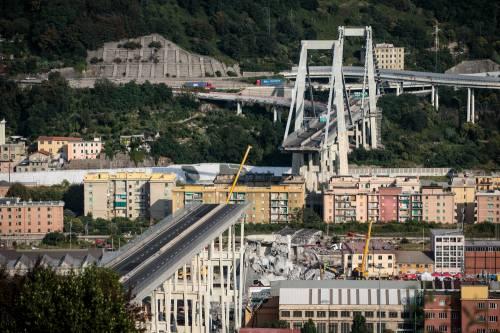A Genova i morti salgono a 43: un'intera famiglia trovata sotto le macerie