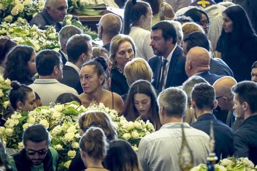 """Ora il Pd vuole incriminare Salvini: """"Ai funerali claque pro governo"""""""
