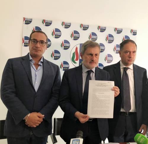 """""""Denunciamoci tutti"""". Alemanno lancia la class action pro-Salvini"""