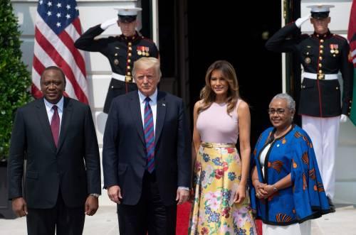 Melania Trump nell'orto con i tacchi: foto 5
