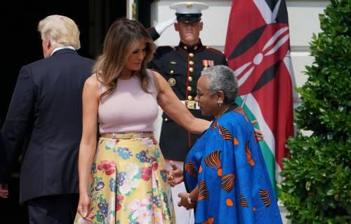 Melania Trump nell'orto con i tacchi: foto 6