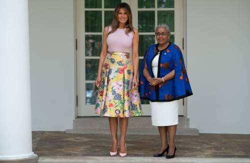 Melania Trump nell'orto con i tacchi: foto 2