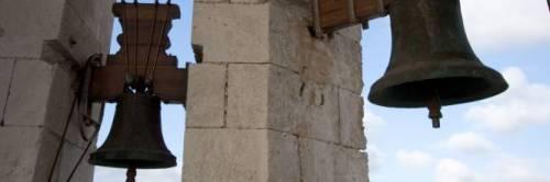 Corato, si stacca una lastra dal campanile