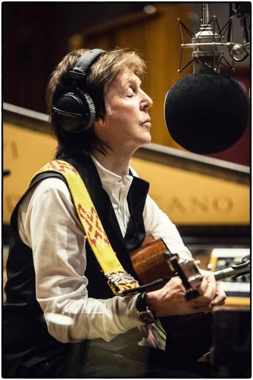 McCartney tutto da solo. A 78 anni Sir Paul dà lezioni di musica