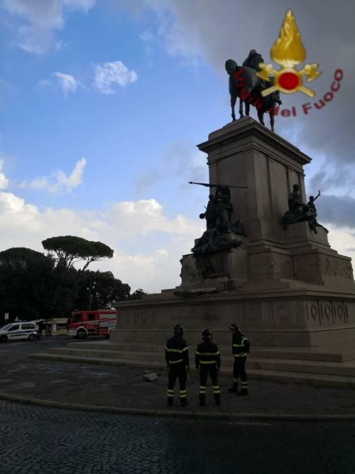 Roma, un fulmine fa crollare parte della statua di Garibaldi
