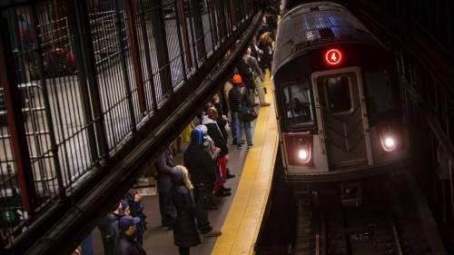 """Spinge 91enne sui binari della metro: """"Ero strafatto di crack"""""""