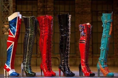 Micam palcoscenico dei tacchi a spillo del musical Kinky Boots