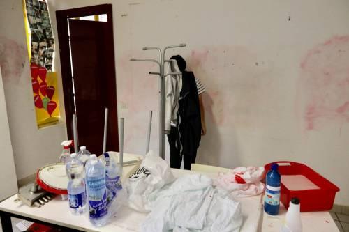 Volontari nella scuola dopo gli atti vandalici  3