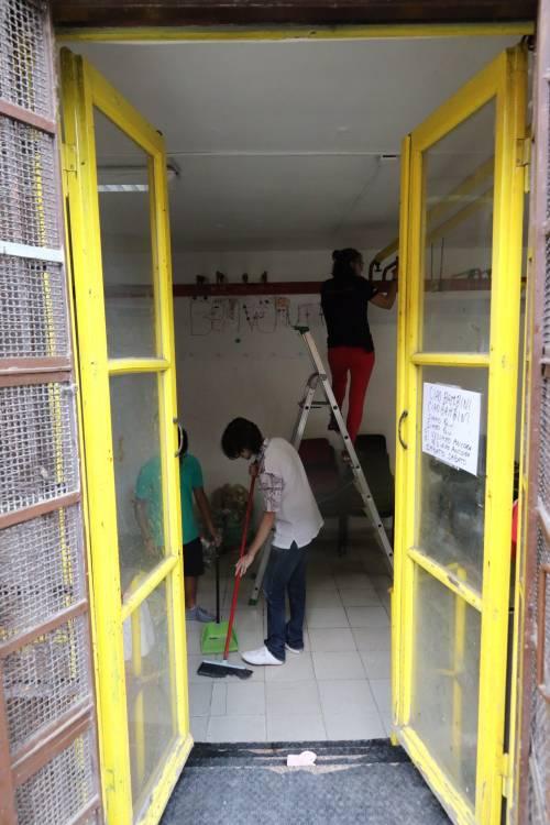 Volontari nella scuola dopo gli atti vandalici  7
