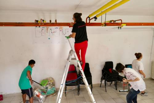 Volontari nella scuola dopo gli atti vandalici  9