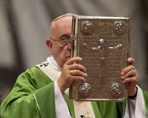 Quando il Papa tesseva le lodi del sindaco di Riace