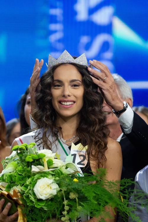 Miss Italia, ora la società valuta se toglierle il titolo