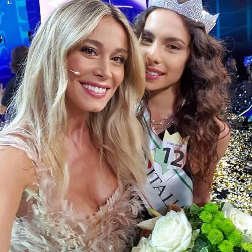 """Diletta Leotta fa una foto con la nuova Miss Italia. I follower: """"Sei più bella di lei"""""""