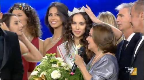 Trovate foto nude della nuova Miss Italia. A rischio il suo titolo?