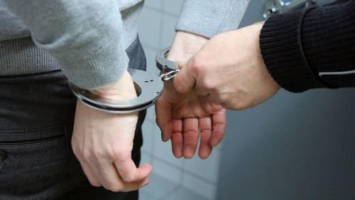 Roma, sale su barcone-ristorante con coltello: arrestato afghano