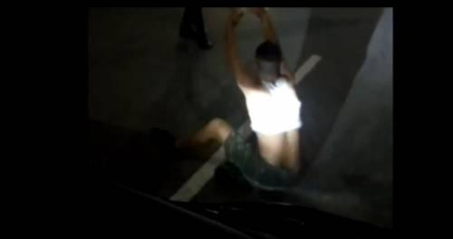 """Marocchino ferma l'autobus e minaccia l'autista: """"Ti sparo!"""""""