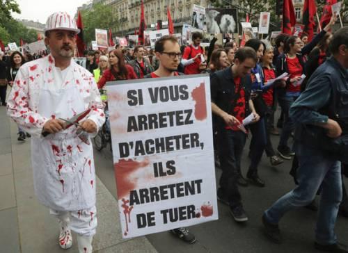 Francia, vegani pronti a marciare, macellai impauriti pagano guardie
