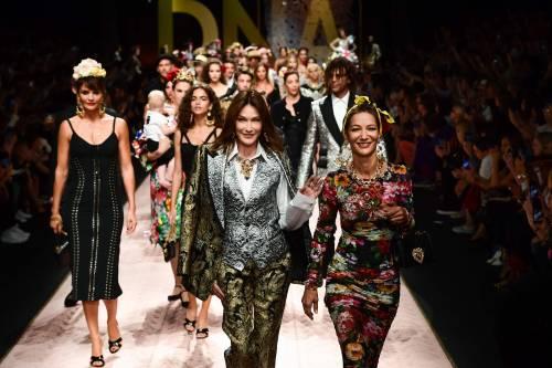 Monica Bellucci e le star in passerella per Dolce & Gabbana 5