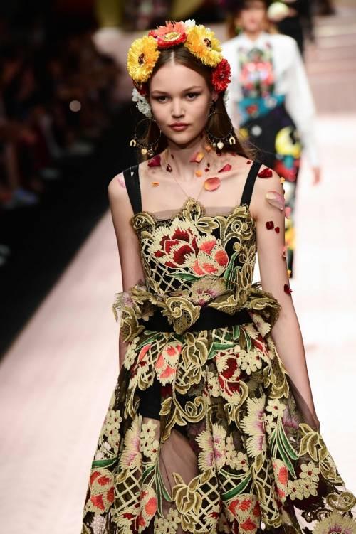 Monica Bellucci e le star in passerella per Dolce & Gabbana 6