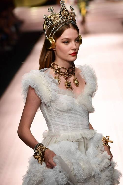 Monica Bellucci e le star in passerella per Dolce & Gabbana 9
