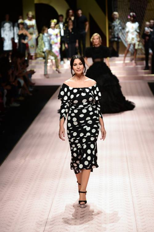 Monica Bellucci e le star in passerella per Dolce & Gabbana 1