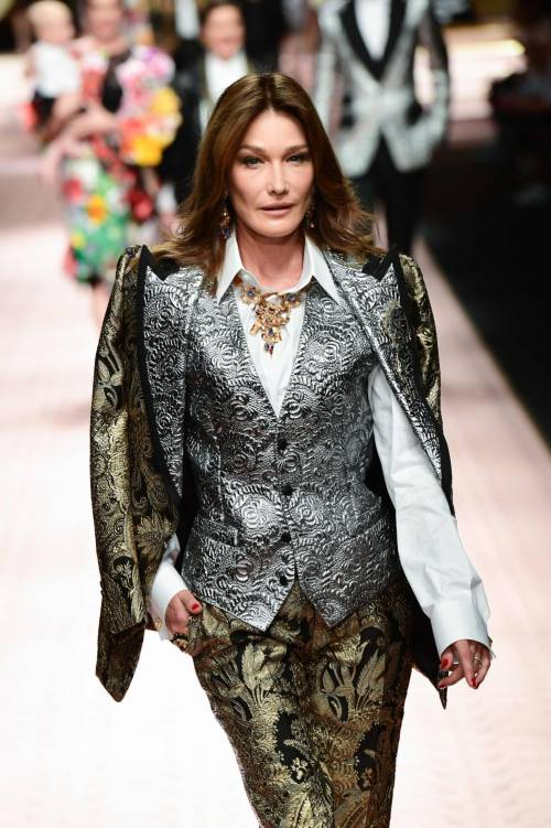 Monica Bellucci e le star in passerella per Dolce & Gabbana 11