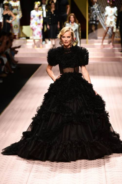 Monica Bellucci e le star in passerella per Dolce & Gabbana 13