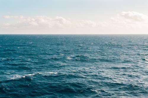 Adolescente sopravvive 49 giorni nell'oceano