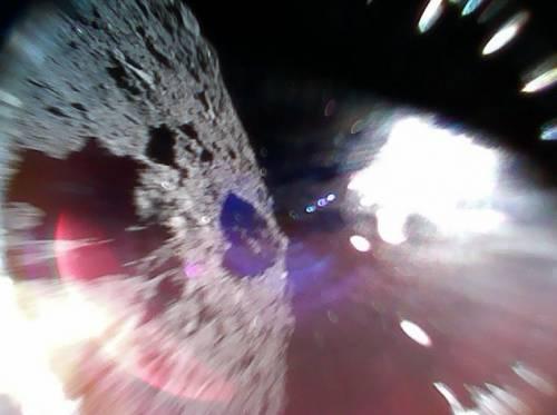 Sonda giapponese invia le prime foto dalla superficie di un asteroide