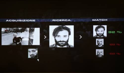 Riconoscimento facciale Rapinatore incastrato tra milioni di fotografie