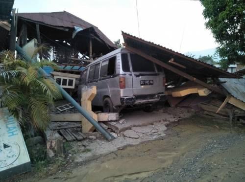 Le immagini del disastro in Indonesia 5