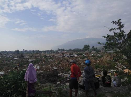 Le immagini del disastro in Indonesia 4