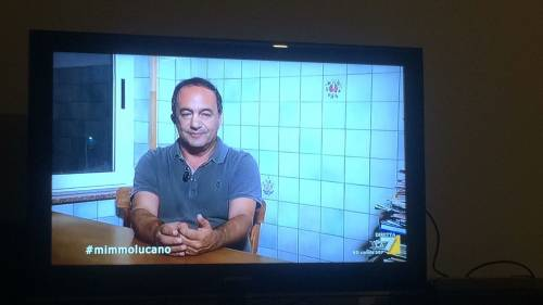 Ai domiciliari rilascia interviste: Lucano pontifica in tv