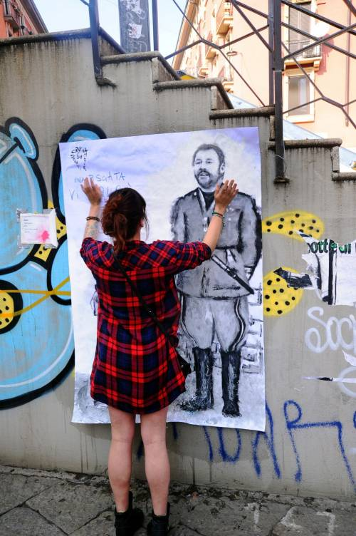 """""""Una pis...ata vi seppellirà"""", nuovo murales anti Salvini a Milano 5"""