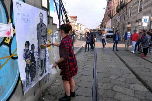 """""""Una pis...ata vi seppellirà"""", nuovo murales anti Salvini a Milano 10"""