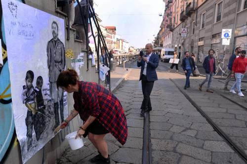 """""""Una pis...ata vi seppellirà"""", nuovo murales anti Salvini a Milano 11"""