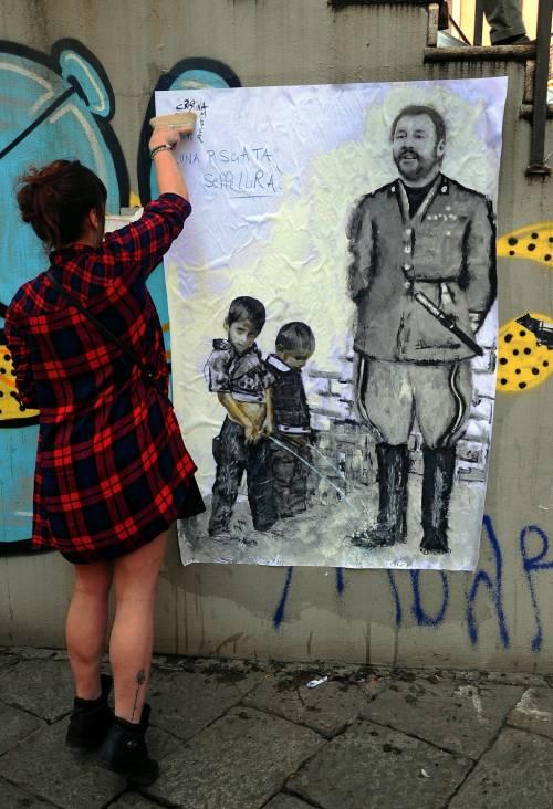 """""""Una pis...ata vi seppellirà"""", nuovo murales anti Salvini a Milano 2"""
