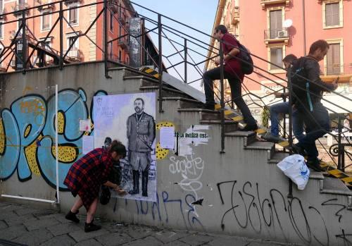"""""""Una pis...ata vi seppellirà"""", nuovo murales anti Salvini a Milano 1"""