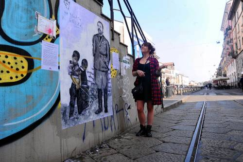"""""""Una pis...ata vi seppellirà"""", nuovo murales anti Salvini a Milano 4"""