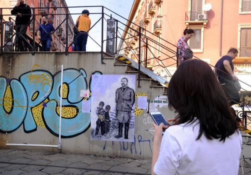 """""""Una pis...ata vi seppellirà"""", nuovo murales anti Salvini a Milano 8"""