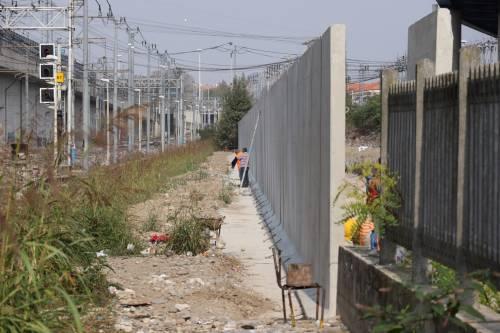Il muro anti droga a Rogoredo 8