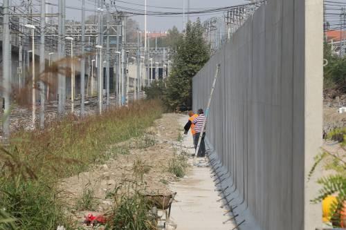 Il muro anti droga a Rogoredo 9