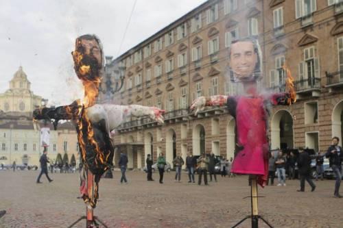 Torino, denunciate studentesse per rogo manichini Di Maio e Salvini