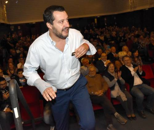"""Salvini: """"L'Ue vuole l'Italia serva. Avanti pure se manda truppe d'occupazione"""""""